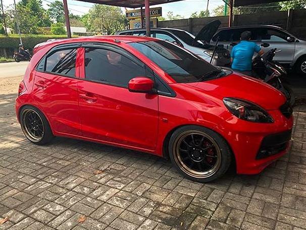 Model : RCS Sport  Size : • 17x7.5/8.5 | 8x100/114.3 focus_autodesign Lombok