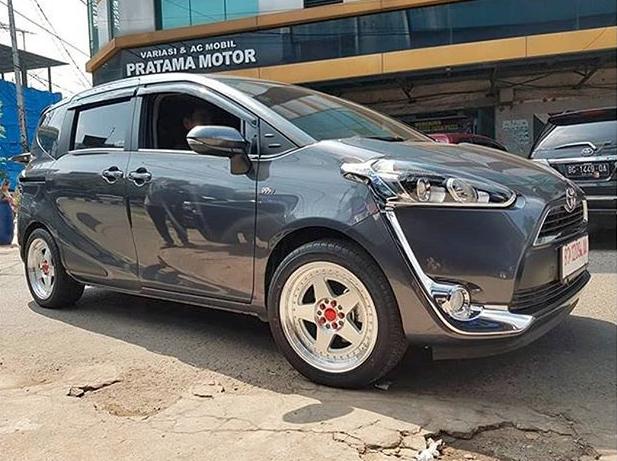 Model : AK67  Size : • 17x7.5/8.5 | 10x100/114.3 kwheelstires Palembang