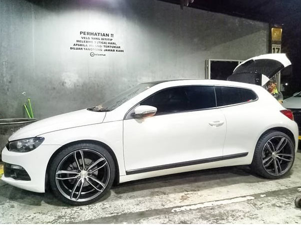 Model : RS6  Size : • 20x8.5/10.0 | 5x113.1  By JF Luxury