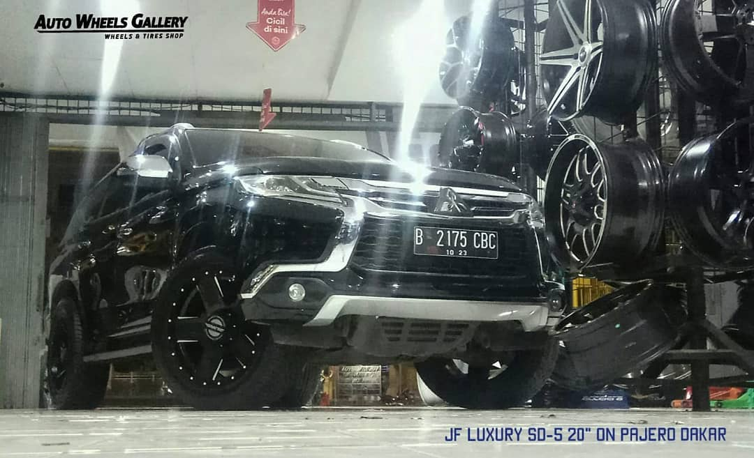 @jf_luxury SD-5 20x9.0 | 6x139.7 | +0  With @achilles_radial Deserthawk 275/55/20