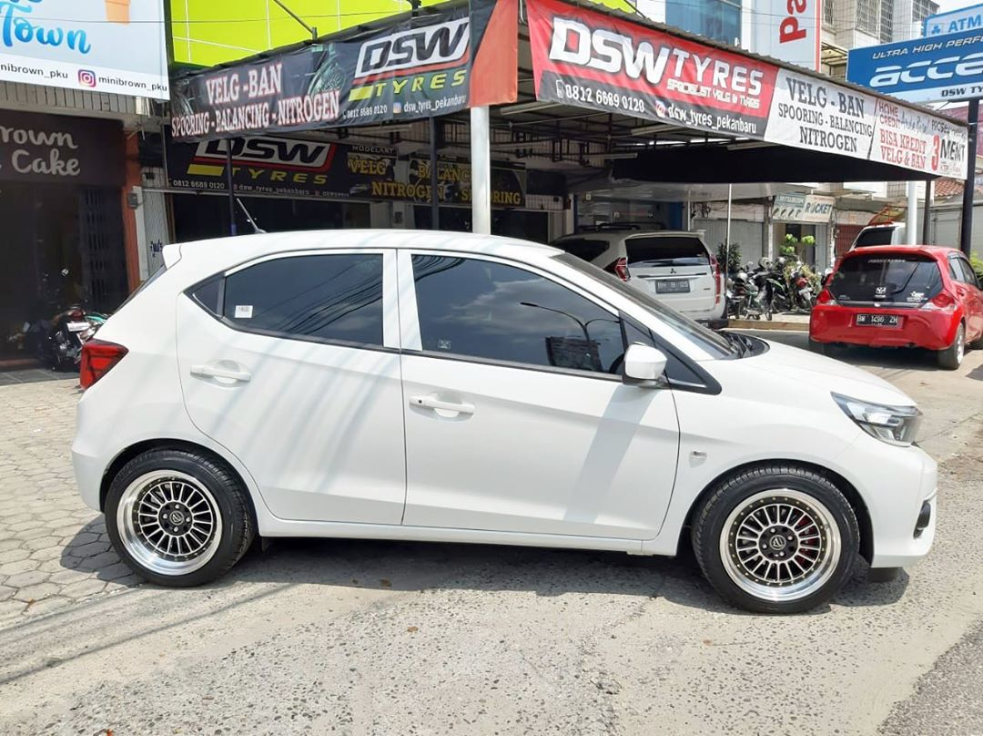 Buc 16x7.5/8.5 8x100/114.3 On Honda Brio By JF Luxury