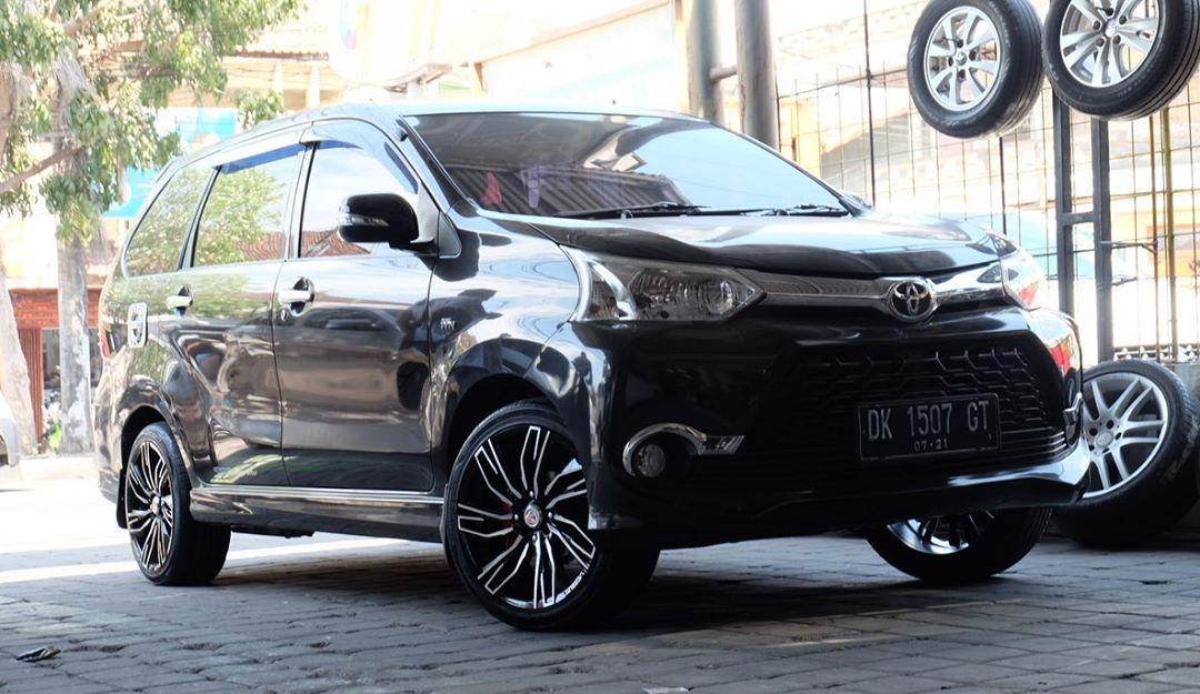 Cemerlang Variasi : Toyota Avanza Veloz On Conquista 17x7.5 8x100/114.3 Black Machine Face