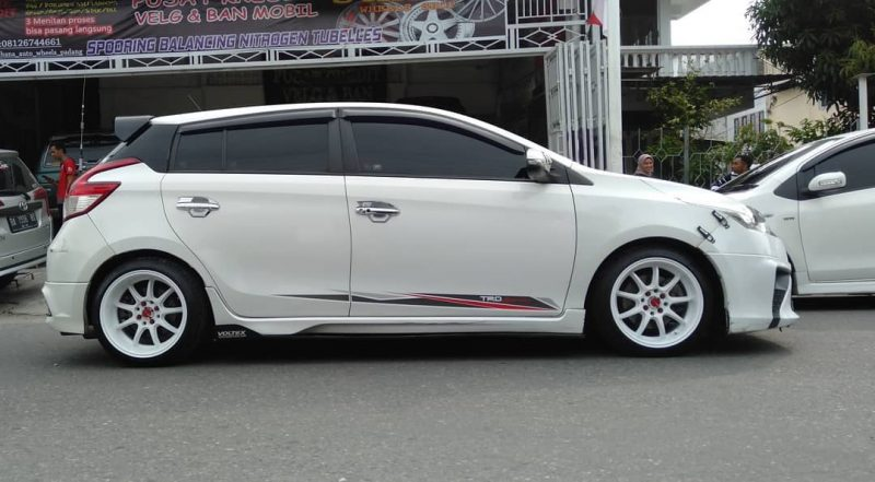 Toyota Yaris On D9R White 15x7.0/8.5 8x100/114.3 By JF Luxury