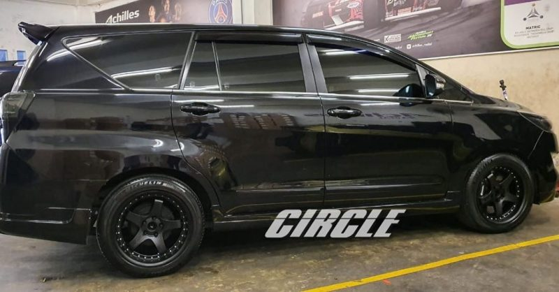 Toyota Kijang Innova Reborn On GT5 Matte Black+Chrome Rivets 18x8.5/9.5 5x114.3 +35 +30 By JF Luxury Wheels