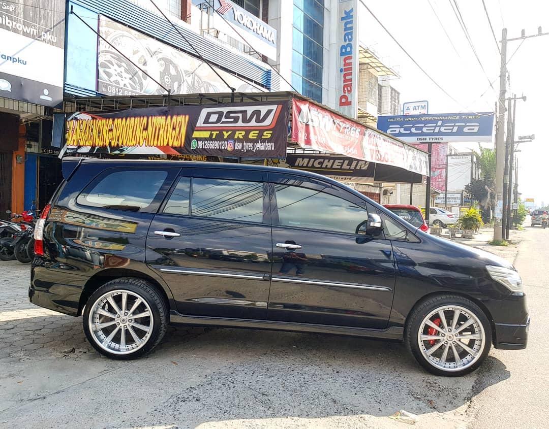Toyota Kijang Innova On CIGAN TES 20x8.5/9.5 5x114,3 +40 +38