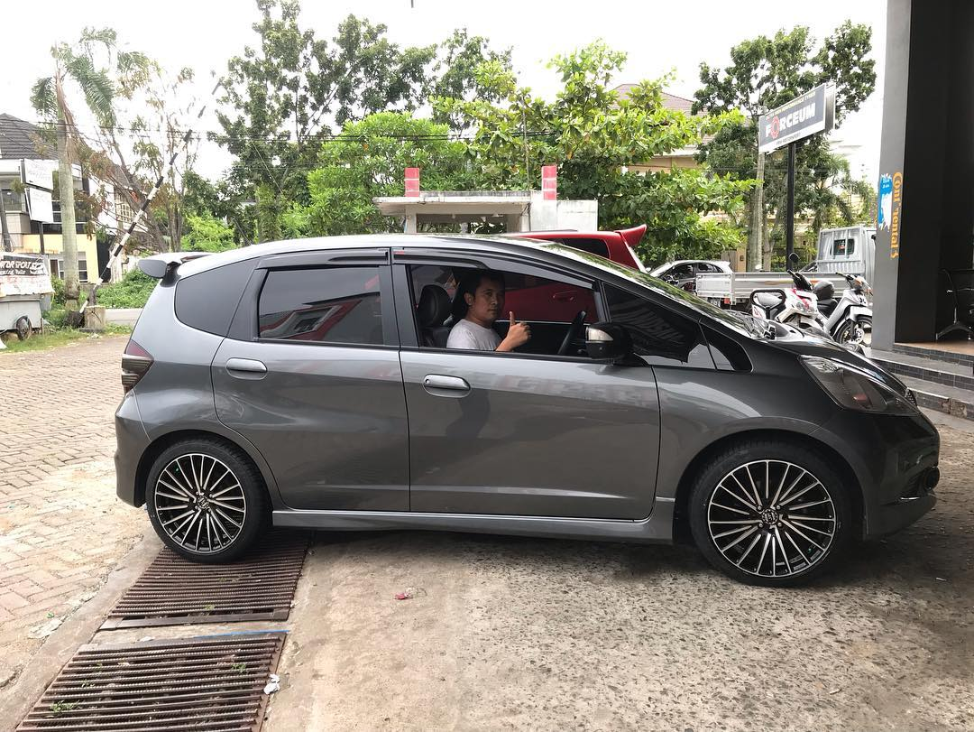 Honda Jazz On Majorca Black Machine Face/Black Polish 17x7.5 8x100/114.3 42 by JF Luxury wheels