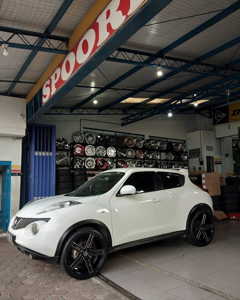 Nissan Juke On FIVE STAR Gloss Black Milling 20x8.5/8.5 5x114.3 +40 +35 By JF Luxury Wheels