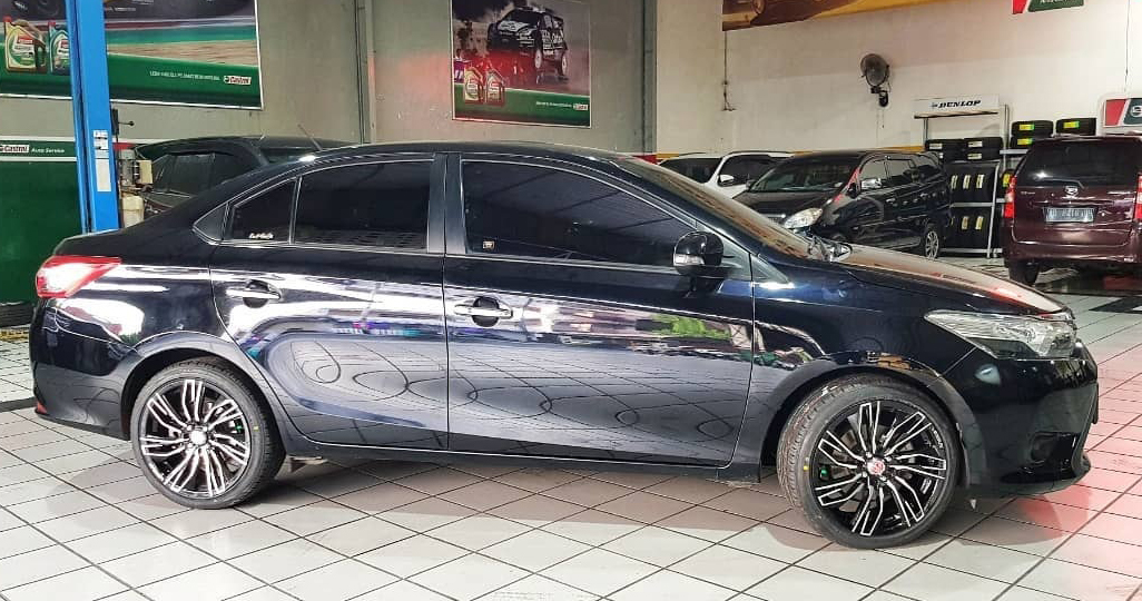 Toyota Vios On Conquista 17x7.5 8x100/114.3 +42 By JF Luxury Wheels