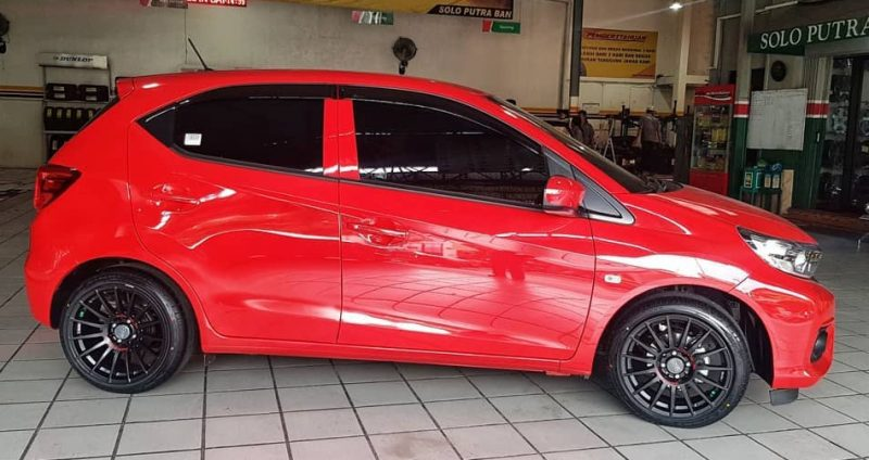 Honda Brio on Superturismo 16x7.0/8.5 8x100/114.3