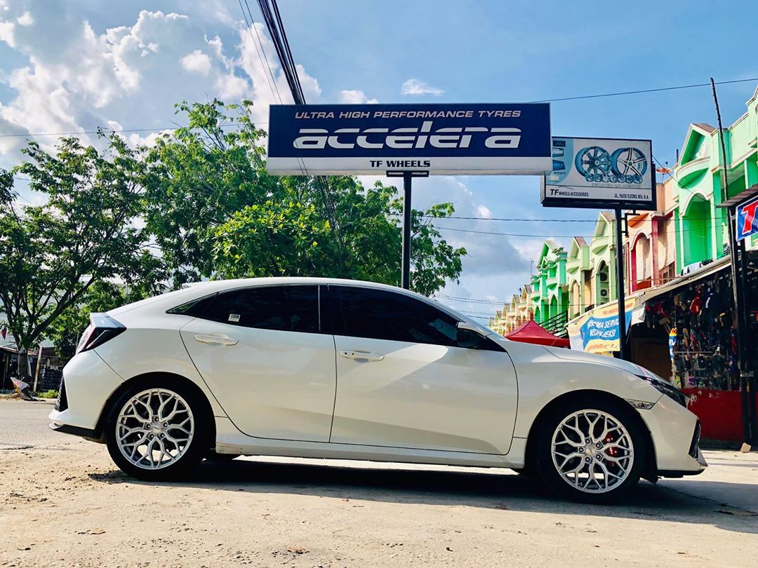 Honda Civic Turbo On HF-2 18x8.0/8.0 5x114.3 Silver Machine Face By JF Luxury