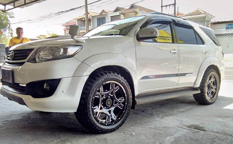 Toyota Fortuner On MAMBA M24 20x9,0 6x139,7 +12