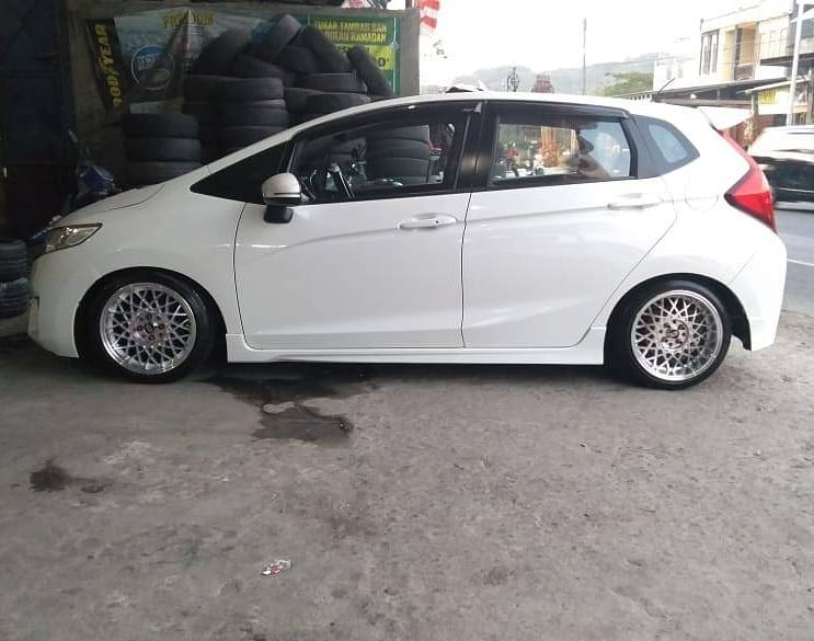 Honda Jazz On KOBE Silver Machine Face/Lip 16x7.0/8.5 8x100/114.3 +38 +30 By JF Luxury Wheels