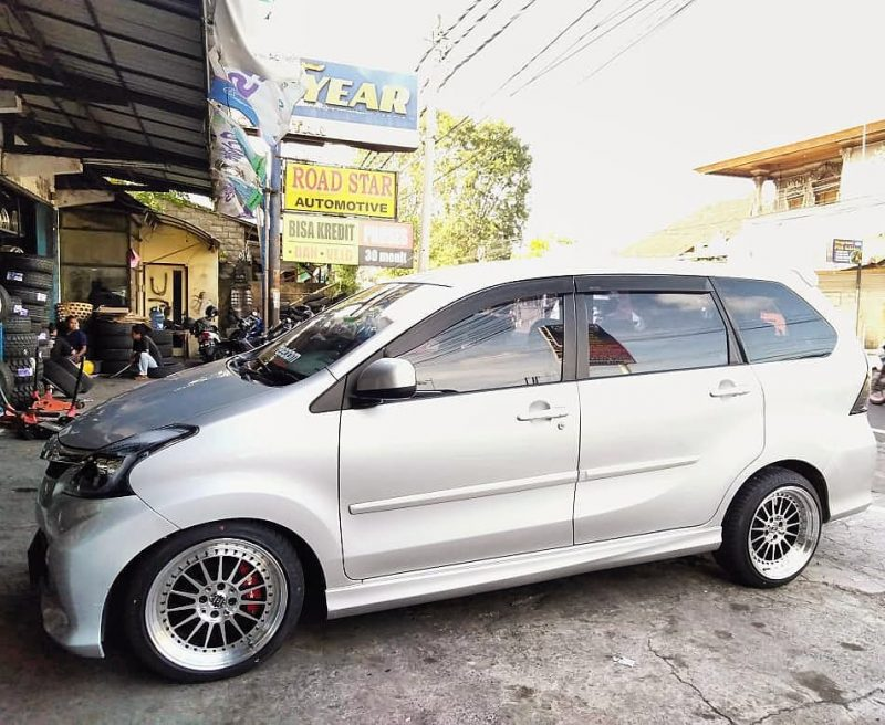 Toyota Avanza Veloz On SEVEN Black Machine Face/Lip+Black Rivets 17x8.0/9.0 8x100/114.3 +40 +30 By JF Luxury Wheels