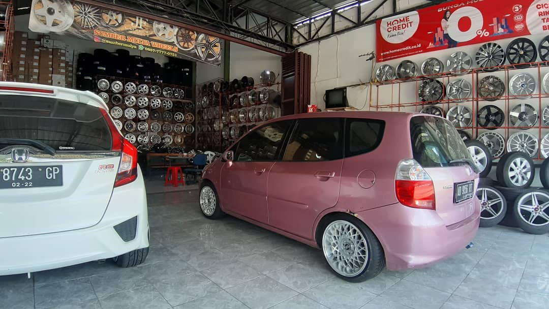 Honda Jazz On KOBE Silver Machine Face/Lip 16x7.0/8.5 8x100/114.3 +38 +30